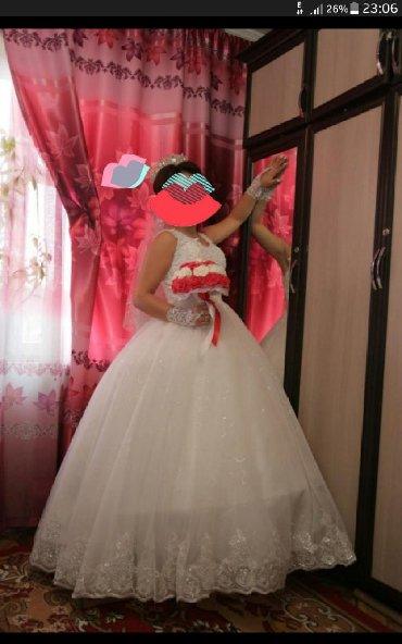 Свадебные платья - Кок-Ой: Продаю свадебное платье есть шуба, фата, перчатка за 2500сом позвоните