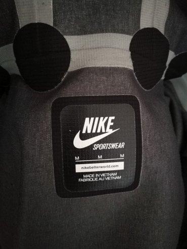 Nike jakna, ne propušta vodu, veličina m - Novi Banovci - slika 3