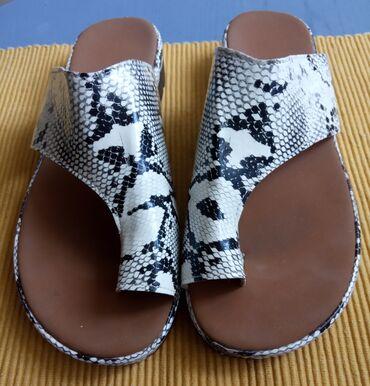 Papuce - Srbija: Udobne papuce, meni mali broj, moze za stopalo 38 i 39