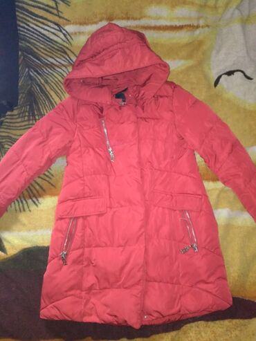 40 объявлений   НАХОДКИ, ОТДАМ ДАРОМ: Женская куртка для холодной погоды, на фото цвет получился бледный