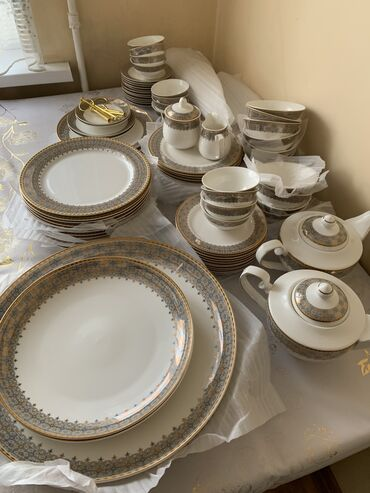 Набор посуды НОВЫЙ чайно столовый набор 82 предмет на 12 персон,все