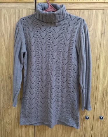 розовый свитерок в Кыргызстан: Очень теплый, мягкий свитерок. размер 46-48