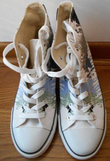 Zenska obuca - Srbija: Zenske duboke patike 39, jednom obuvene, prakticno nove. Graceland