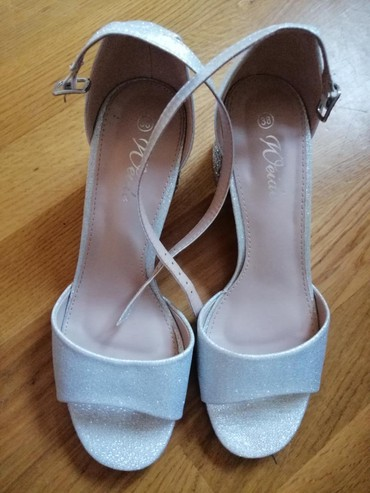 Srebrne sandale, nove - Borca