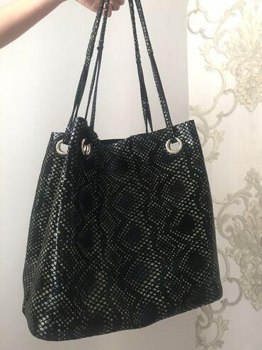 плинтус для пола цена бишкек в Кыргызстан: Удобная сумка шопер со змеиным принтом, имеется дополнительный ремень