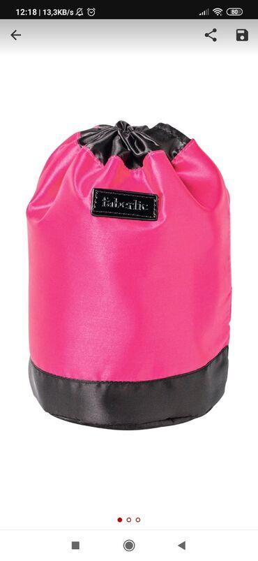Kosmetik çantaParlaq şux aksesuar olmaqla yanaşı, zəruri kosmetika