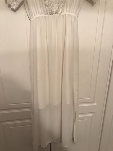 Φόρεμα μακρύ άσπρο με κόψιμο στο πλάι  Μέγεθος : medium