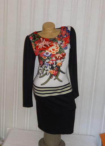 Платье р. М красивое облегающее трикотаж очень приятно к телу Турция