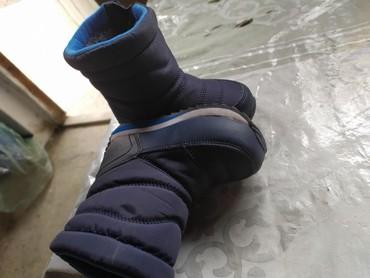 Детская обувь в Кок-Ой: Продаю сапожки детские для мальчика почти новые одевали 2-3раза 23