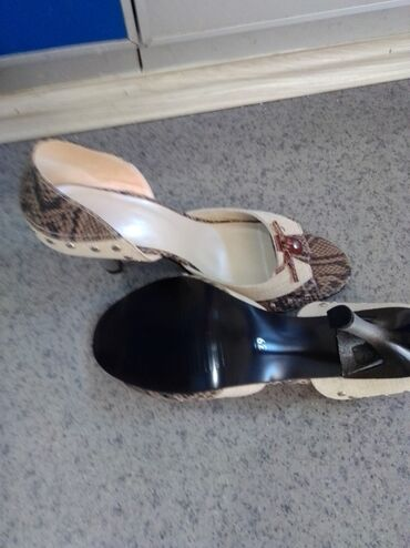 Potpuno nove sandale Vel.40