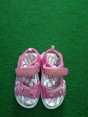 Kao nove sandalice br 27 ug mereno 17 cm