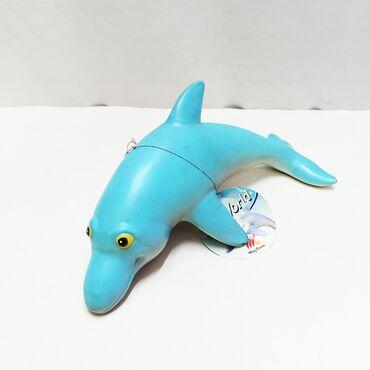 Мягкий резиновый дельфин с приятной голубой раскраской и улыбчивым