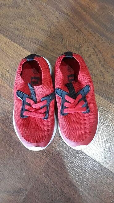 Детские кроссовки в хорошем состоянии. Почти новые
