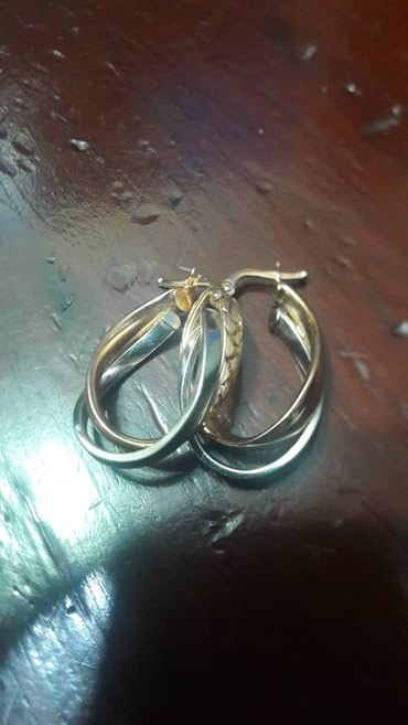 Золотые сережки проба 585 покупали за 18000 .Продаю за 10000 . в Бишкек