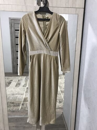 Продаю платье,размер М идеально подходит на рост 160-175,цена 500 сом