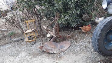 kabloklu traktor altlıqlı bosonojkalar - Azərbaycan: Traktor Otur sürdü işlək vəziyyətdədi arxasında ot biçən dırmaq arx ç