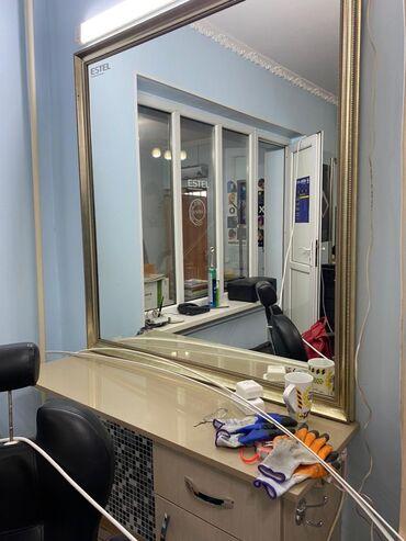 Продаём зеркало для салона красоты первое на фото с шкафчиком 4500 со