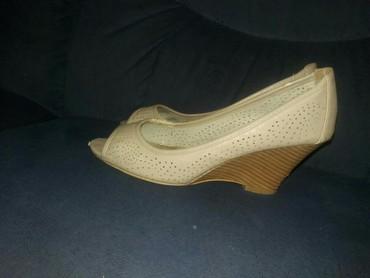 Sandalice bez boja sa platformom. Jednu je potrebno prilepiti. Broj - Jagodina