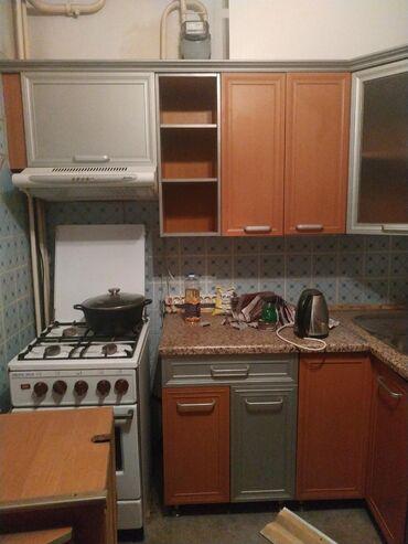 Продаю 2 кухонных гарнитура. Один угловой. Размер 210х150, есть ещё д
