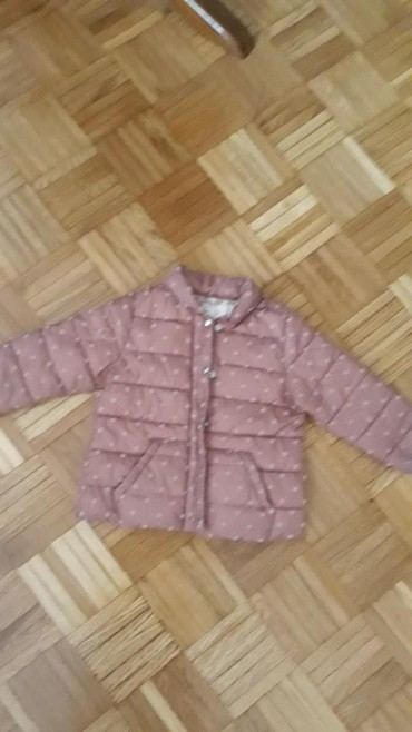 Prelepa jaknica za devojcice.Brend Zara,vel 92.Ima skrivenu kapuljacu - Belgrade