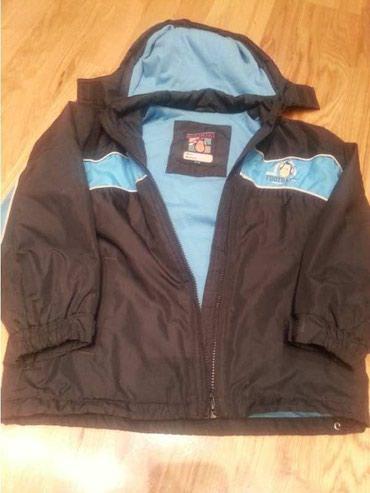 Lepa jakna sa kapuljacom, suskava za kisu, punjena, ali je pre za - Beograd