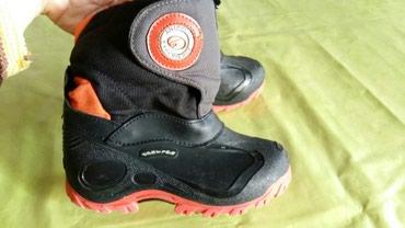 Čizme za dečake br 28,jako tople,nisu nigde pocepane i lepe se na - Petrovac na Mlavi