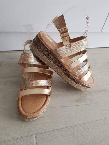 SandaleDostupne u dva modela i vise bojaVelicina od 36 do 41 Cena