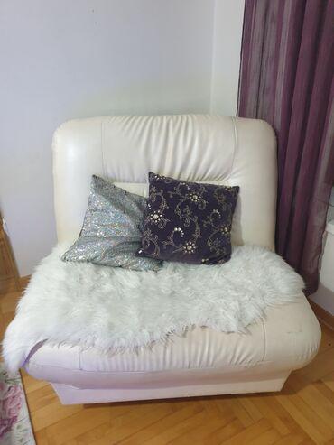 Kuća i bašta - Srbija: Fotelja u sedef beloj boji,na rasklapanje. U super stanju