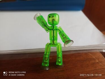 Детский мир - Орловка: Зелёный человечек на липучках трюкач