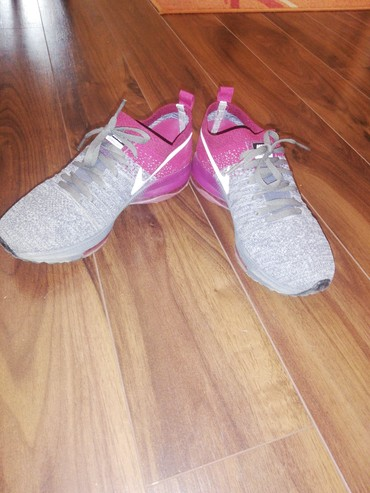 Ženska patike i atletske cipele | Kragujevac: Nike patike Br 37 Nošene par puta u odličnom stanju