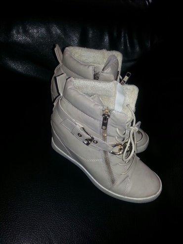Cipele patike sa skrivenom petom krem boje 38,imaju kaisic i lancic. - Bor