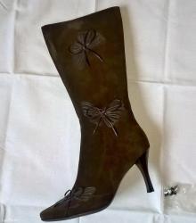 I-cizme - Srbija: Cizme su broj 38, braon boje, kozne. Uz cizme idu i rezervne flekice