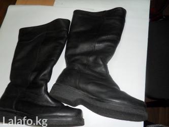 Продаются сапоги на низком каблуке на в Бишкек