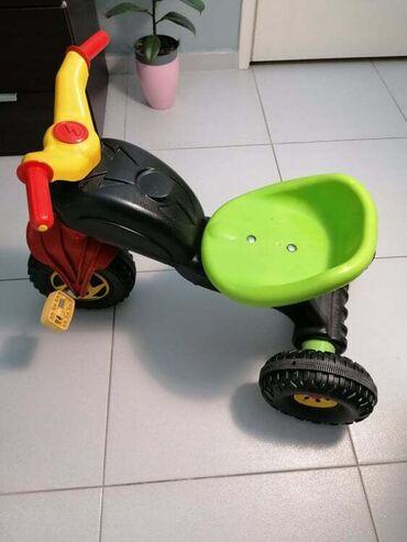 Deciji tricikl plasticni motor,novo, korisceno 2 puta. Za uzrast od