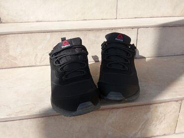 Продаю кроссовки новые, размер не подошёл. Осень, водоотталкивающие