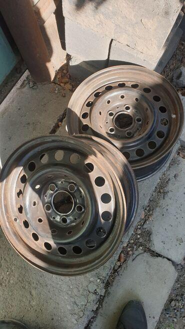 диски мерседес r15 в Кыргызстан: Продаю два диска R15 на мерседес  В идеале, не ржавые не гнутые