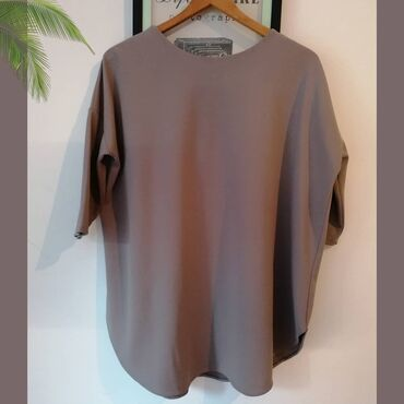 Made in Italy siva bluza bez ikakvih ostecenja.Poliester/elastin.XL