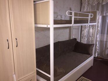 Мебель - Кыргызстан: СРОЧНО Двухъярусная кровать,имеются две лестницы с двух
