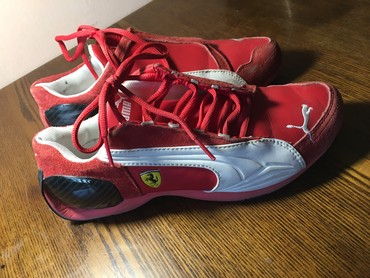 """ferrari 308 gt4 в Кыргызстан: Спортивная обувь """"Ferrari"""" сост. хор размер 38"""