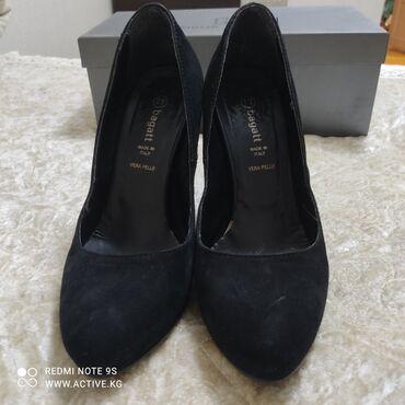 13975 объявлений: Продаю итальянские туфли, наьуральная замша!Носила пару раз! Покупала
