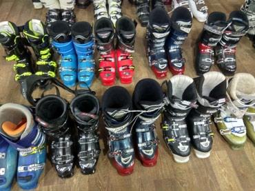 Распродажа лыж и лыжных ботинок, а в Бишкек