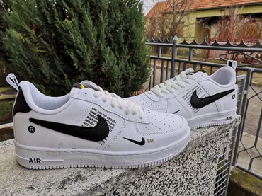 Prizu jos su - Srbija: Nike Air Force 1-Bele Sa Crnim Znakom-NOVO-40-44-Kozne!   Proizvedene