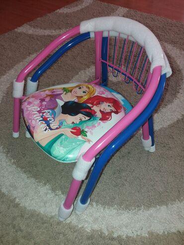 Decije stolice nove ne koriscene, 1200 din cena po komadu, ima slika