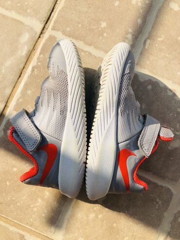 Bez cipele - Srbija: Original Nike broj 22, gaziste 12,5 cm. Bez ikakvih ostecenja. Stanje