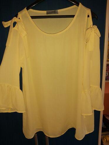 Košulje i bluze - Arandjelovac: Bluzica, ima na ramenima proreze i vezuje se u masnicu, M velicina