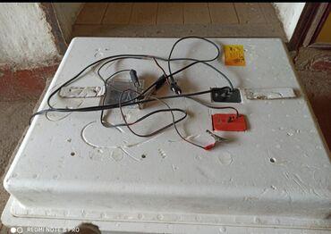 Зоотовары в Душанбе: Инкубатор несушка 104 с автоповоротом и ещё с аккумуляторам работает
