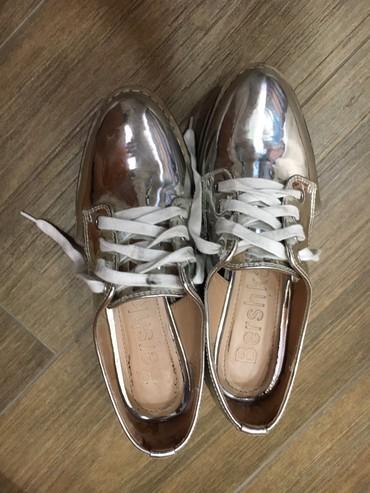 Оксфорды в Кыргызстан: Стильнвй обувь дышащийот bershka размер 36.Серебристый цвет. Одева