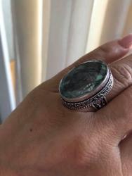 Srebro-prsten - Srbija: Prsten je nov nekoriscen.Poludragi kristal kamen KORAL,sa zigom za