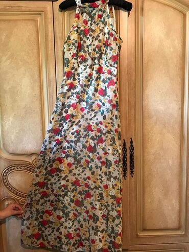 бежевое платье в пол в Кыргызстан: Платье в пол очень нежно смотрится