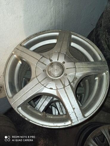r14 диски в Кыргызстан: Продаю литые диски размер R14 состоянии средняя на пассат, Цивик, Ауди